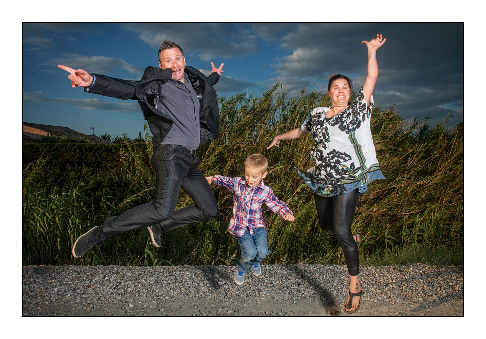 jump-mariage-photo-famille-dynamique-couleur-saut