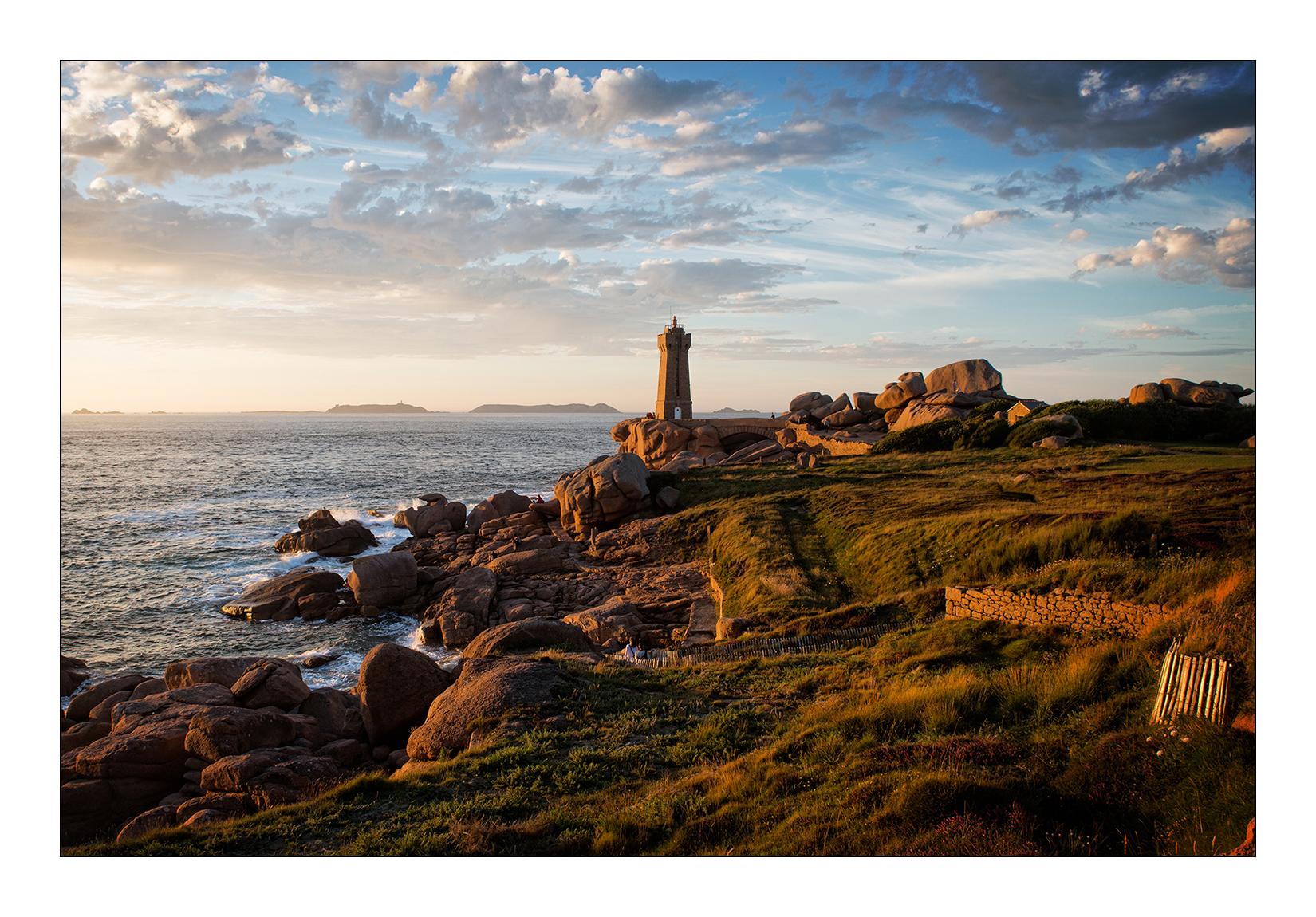 phare-bretagne-illustration-ploumanach-coucher-soleil