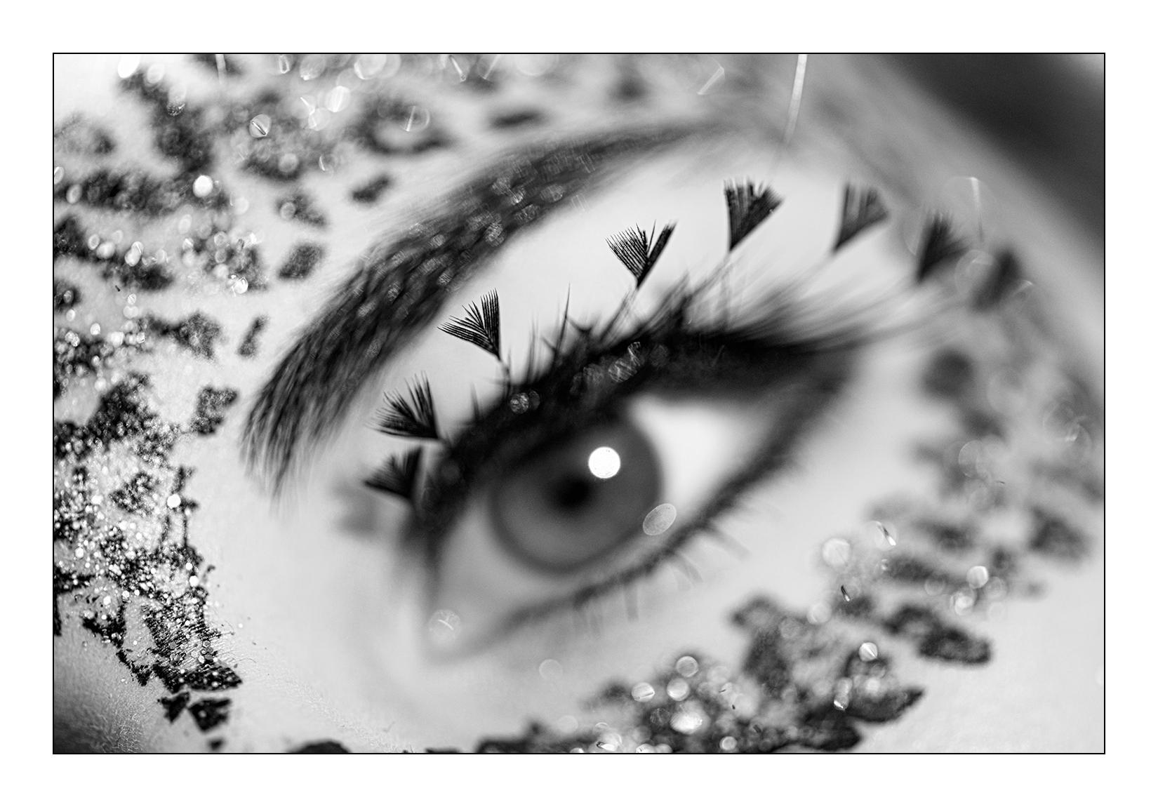 portrait-maquillage-femme-noir-blanc