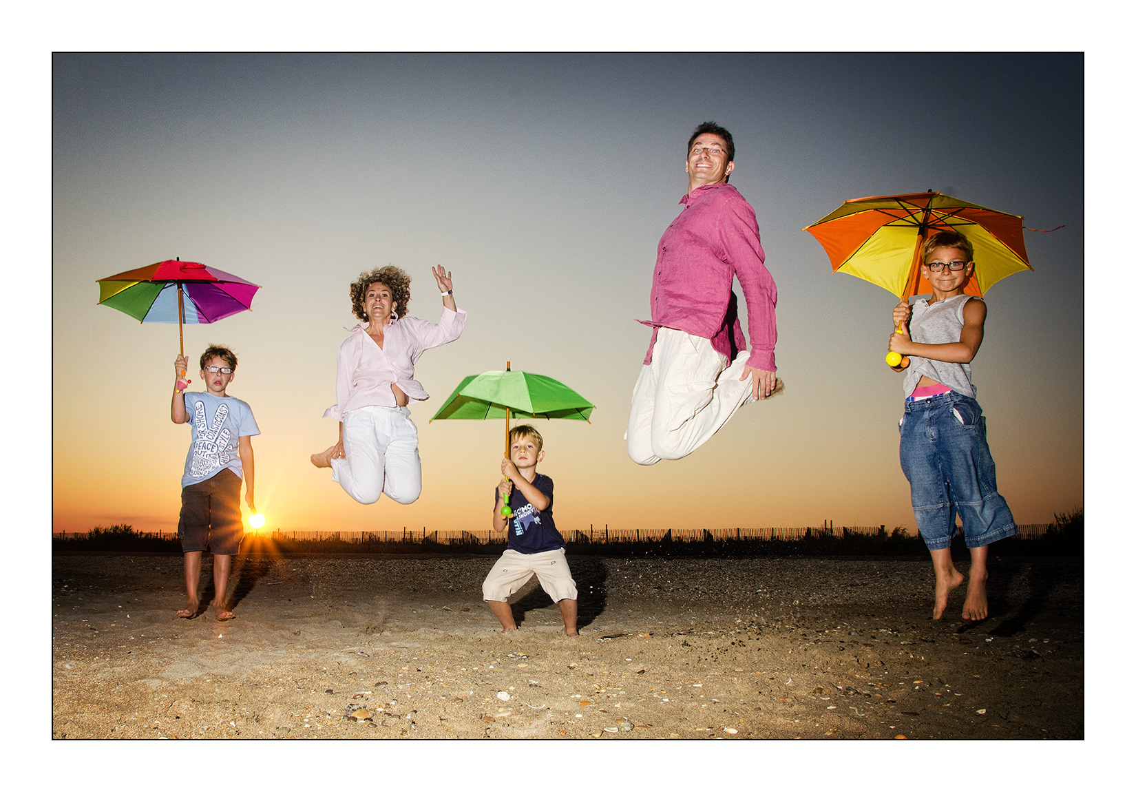 seance-jump-photo-original-famille-plage-sete